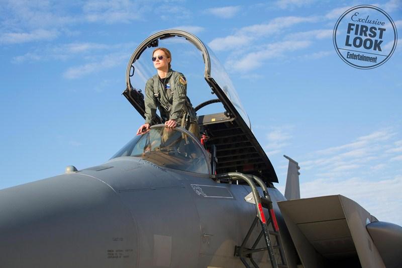 Những hình ảnh được tiết lộ của Brie Larson trong tạo hình phi công.