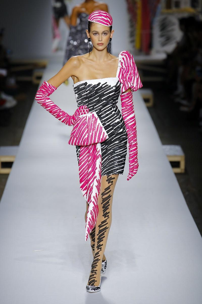"""Hiện tại, tuy chỉ mới 17 tuổi nhưng Kaia Gerber đang là một trong những người mẫu """"đắt show"""" nhất tại các tuần lễ thời trang quốc tế."""