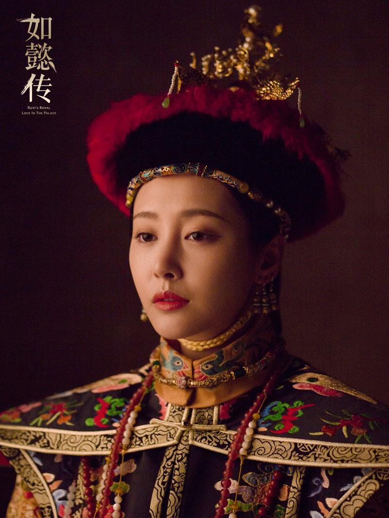 Vệ Yến Uyển trong HCNYT. Sau khi Gia Khánh kế vị, bà được truy phong Hoàng hậu và dòng dõi của bà được đài kỳ thành Nguỵ Giai thị, nhập vào Mãn Châu Tương Hoàng kỳ cao quý.