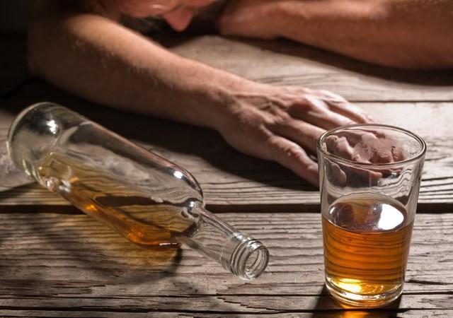 Malaysia: Gần 50 người thương vong nghi do bị ngộ độc rượu