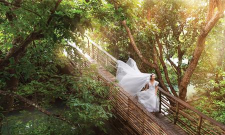 Đong đầy cảm xúc cùng váy cưới trắng tinh khôi giữa đất trời Côn Đảo