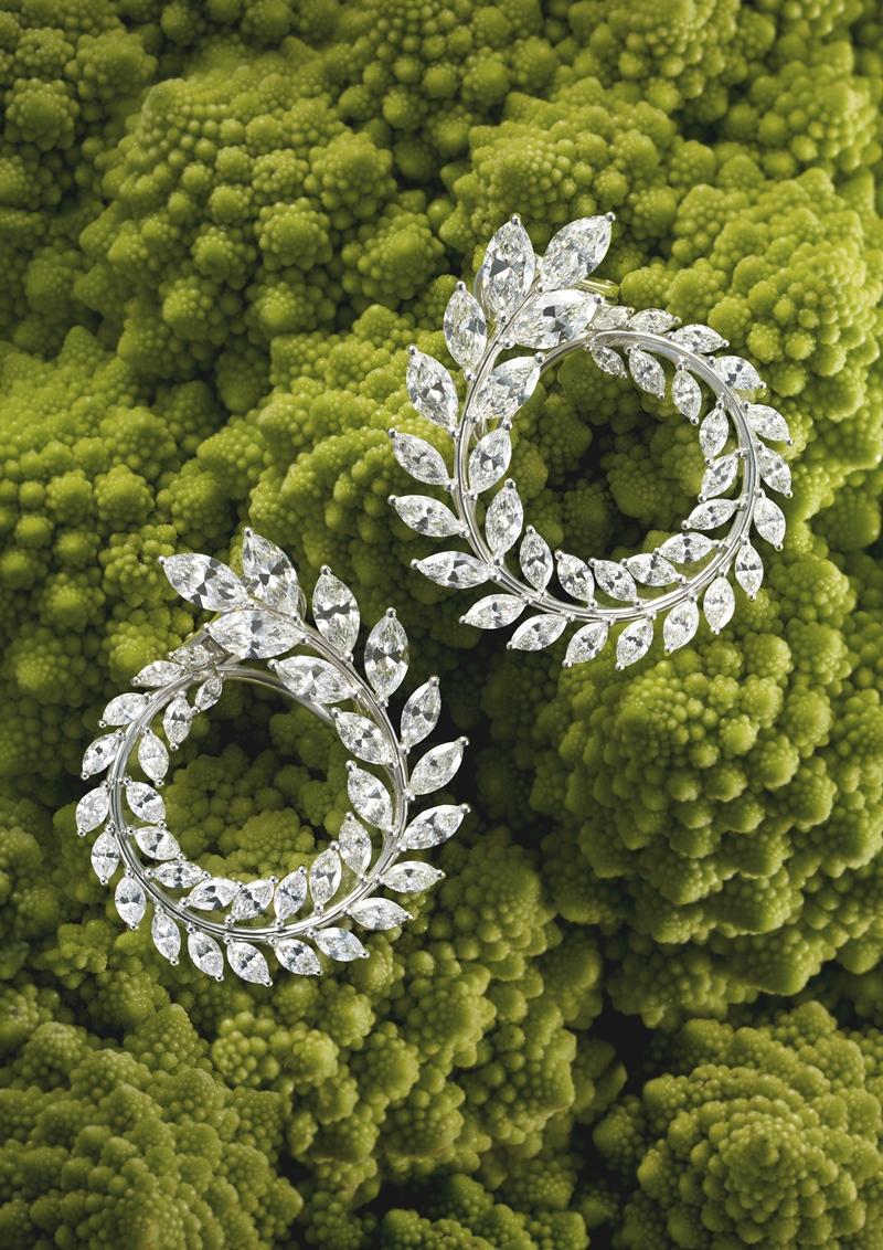 """Đây là BST đặc biệt của Chopard với các món nữ trang được coi như """"organic"""", làm từ chất liệu vàng và kim cương đạt những chứng chỉ về chất lượng cũng như chứng chỉ nhân đạo."""