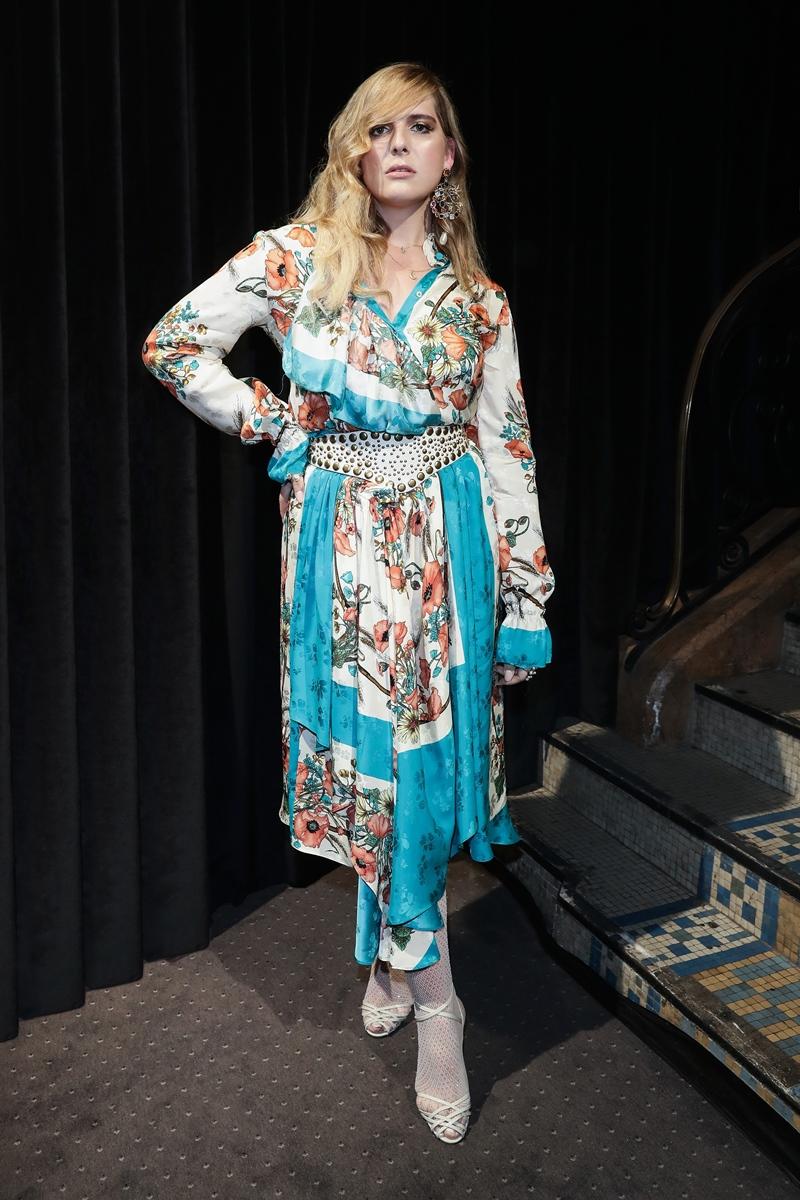 Người đẹp chuyển giới Hari Nef - gương mặt quảng cáo nước hoa Gucci Bloom - trở thành tâm điểm của mọi sự chú ý khi xuất hiện tại show Xuân Hè 2019 của Gucci ở Paris.
