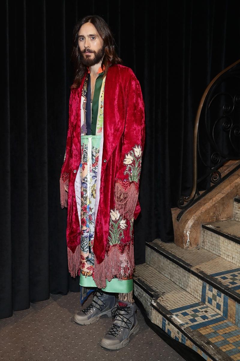 Diễn viên, ca sĩ Jared Leto cũng là gương mặt không thể thiếu trong những show diễn, sự kiện quan trọng của Gucci. Anh cũng thường xuyên mặc trang phục Gucci tại những sự kiện khác.