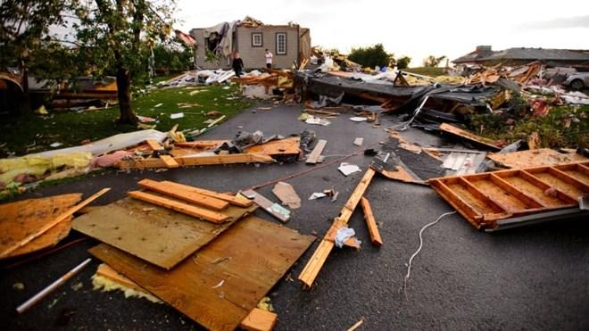 Lốc xoáy kinh hoàng tại Canada: Khoảng 50.000 người chưa có điện
