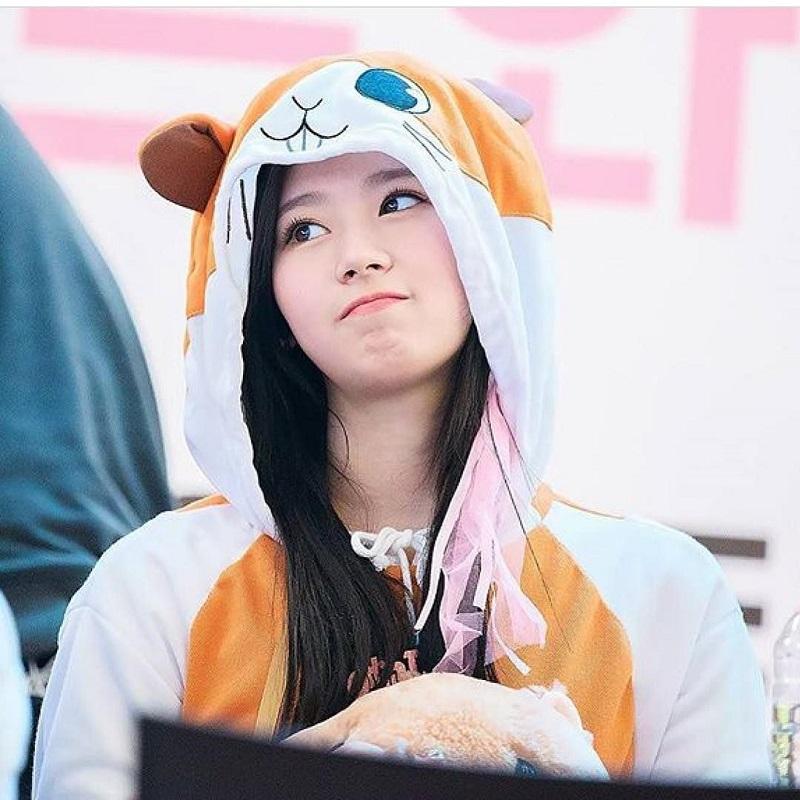 """Người hâm mộ không còn xa lạ với hình ảnh đáng yêu, """"kẹo ngọt"""" của nữ thần tượng đến từ JYP Entertainment."""