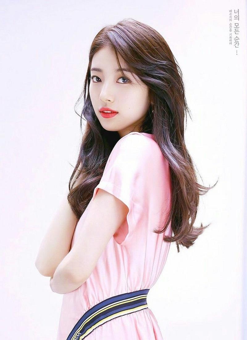 Vẻ đẹp nhẹ nhàng, thanh thuần của Suzy không thay đổi theo tháng năm.