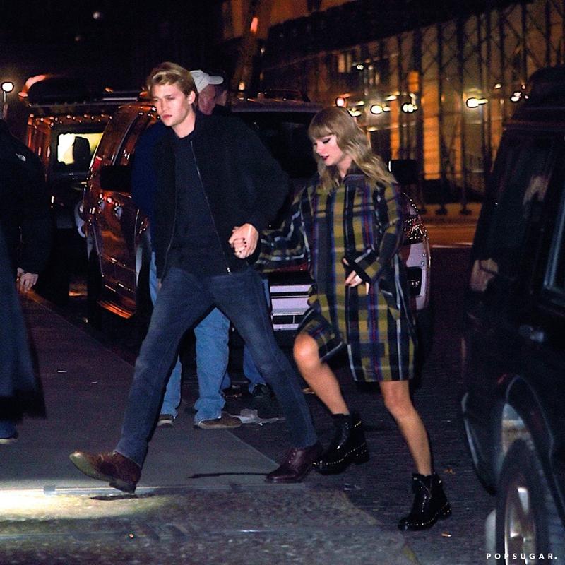 tháng 10 năm 2016, Taylor đã cùng với những cô bạn trong hội bạn thân của mình bí mật tham dự, bao gồm Lorde, Cara Delevingne, Lily Donaldson và Martha Hunt. Điều đáng nói chính là Joe cũng có mặt ở đó và có thể đây là nơi mà hai người họ đã gặp nhau.
