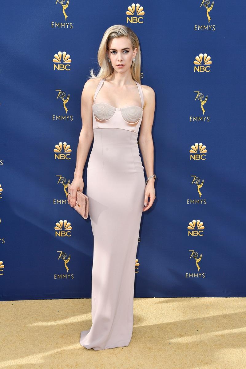 Vanessa Kirby chọn váy hai dây tông màu nude của Tom Ford kết hợp cùng trang sức kim cương Chopard sang chảnh.