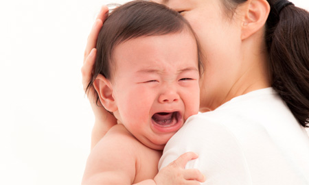 Các bố mẹ nên cẩn trọng, để trẻ khóc hờn, xúc động mạnh có thể nguy hiểm đến tính mạng