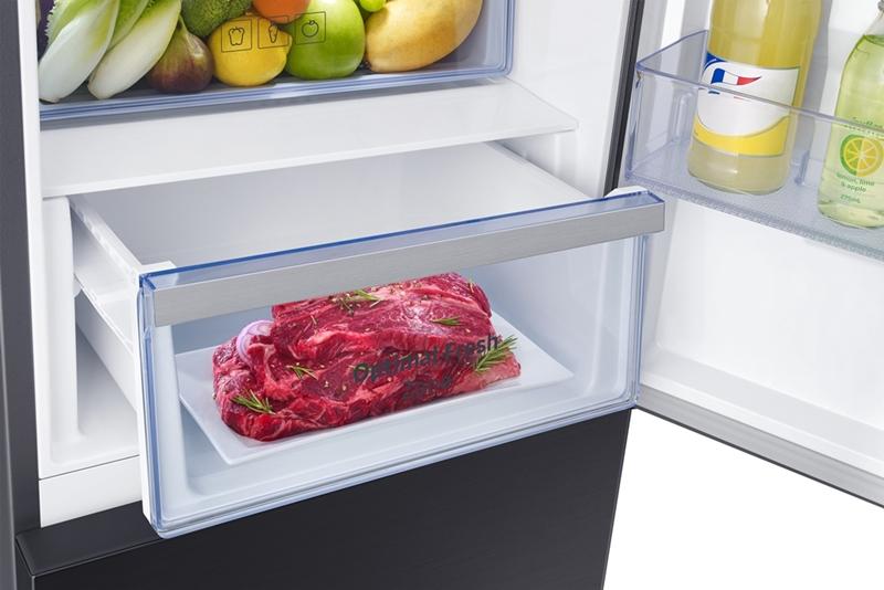 Ngăn đá dưới có khả năng bảo quản đông mềm thịt cá ở nhiệt độ lý tưởng -1oC, giúp thực phẩm giữ trọn vị tươi ngon lâu hơn gấp hai lần so với tủ lạnh thông thường