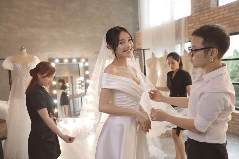 Bộ váy thứ 2 được Chung Thanh Phong hé lộ.