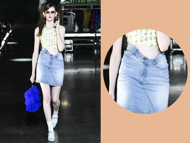 Các thiết kế denim cũng phá vỡ những chuẩn mực. Như mẫu váy jeans vốn dĩ thường rất cứng nhắc, nay lại được nhấn nhá bằng đường gợn sóng ở phần eo hết sức thú vị.