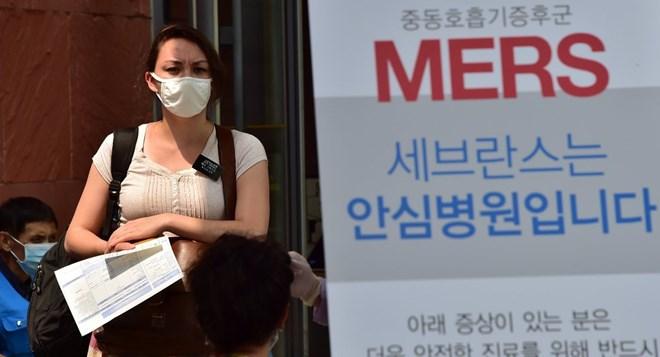 """Chính phủ Hàn Quốc họp khẩn đối phó virus """"tử thần"""" MERS"""