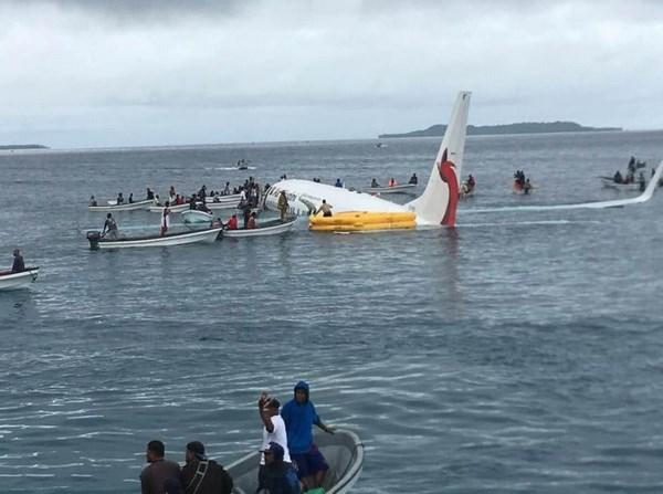 Có 4 người Việt trong vụ máy bay trượt khỏi đường băng ở Micronesia