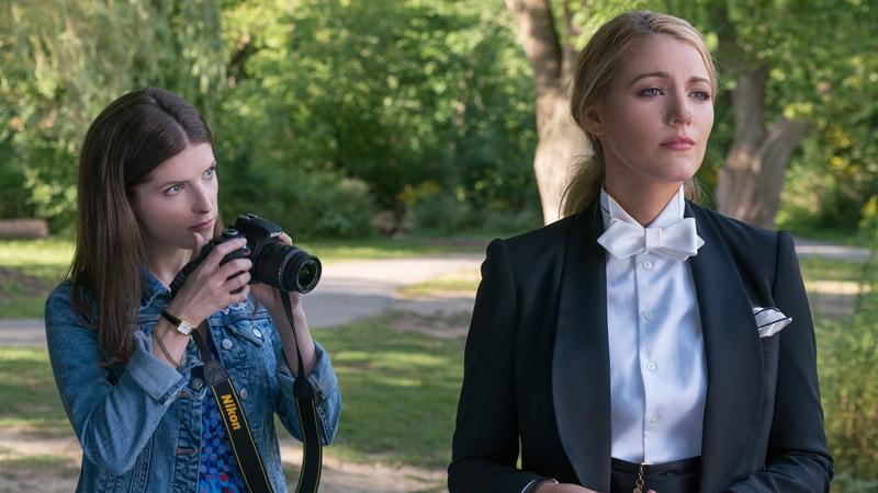 Một ý tưởng độc đáo khác nữa, khi Kalfus cho Blake Lively mặc một bộ tuxedo của Ralph Lauren để đi đón con, khi bọn trẻ chơi đùa tại công viên và các bà mẹ khác thì đang mặc những bộ trang phục quen thuộc dành cho nữ giới.