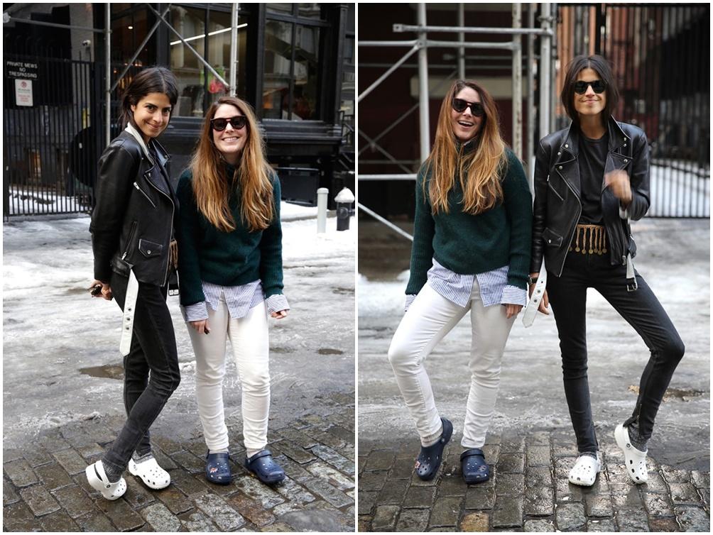 Fashionista Leandra Medine - chủ nhân trang blog ManRepeller (áo khoác đen) trổ tài mix đồ với đôi Crocs màu trắng