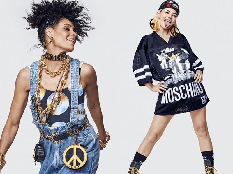 """Một số mẫu thiết kế cũng được """"nhá hàng"""", với những chiếc quần yếm chất liệu denim, áo thun oversized đậm chất streetwear kết hợp phụ kiện vàng ánh kim sang chảnh."""