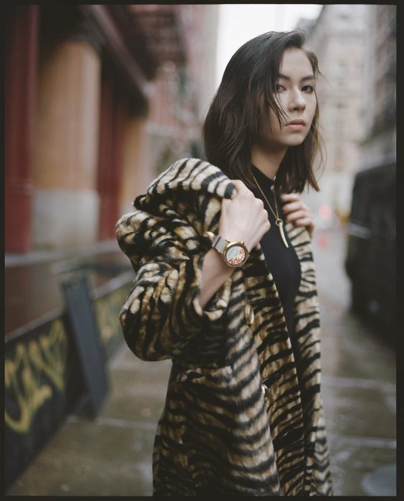 Bộ ảnh được Lauren Tsai hé lộ cũng do chính cô làm mẫu, tương tự như khi cô được chọn làm gương mặt đại diện cho dòng sản phẩm đồng hồ thông minh ra mắt vào mùa Hè năm nay.