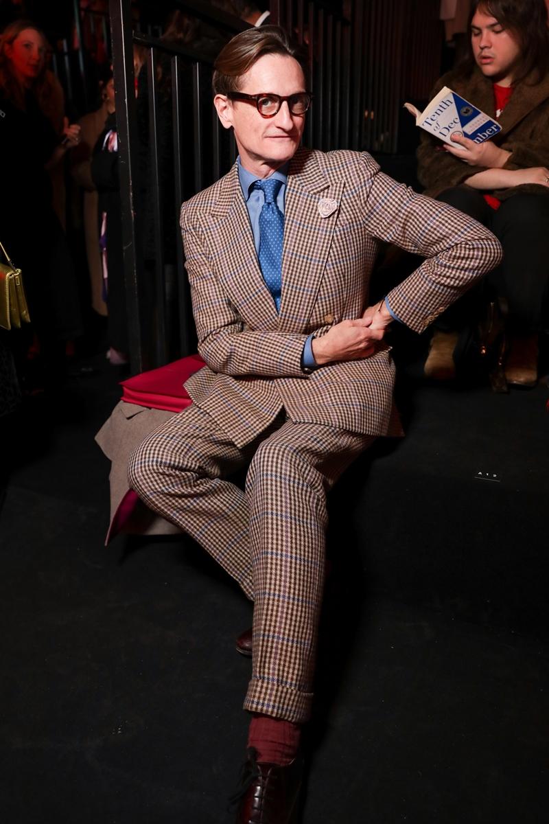 Trên hàng ghế đầu của show diễn còn có sự hiện diện của Biên tập viên Thời trang hàng đầu thế giới Hamish Bowles.