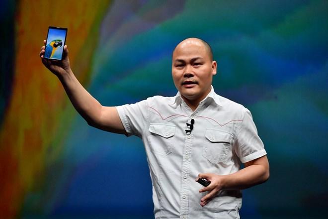 """Bkav công bố smartphone không """"virus"""", màn hình tràn đáy"""