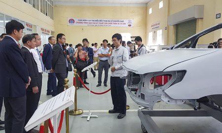 Toyota Việt Nam trao tặng thiết bị kỹ thuật cho trường Đại học Sao Đỏ
