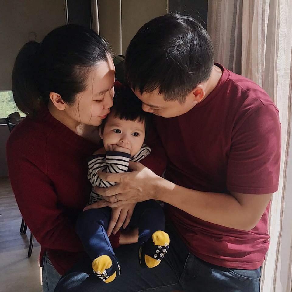 Chị Tuyết Mai cùng chồng và con gái