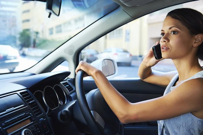 Phụ nữ thường gây tai nạn khi lái xe vì thiếu quan sát