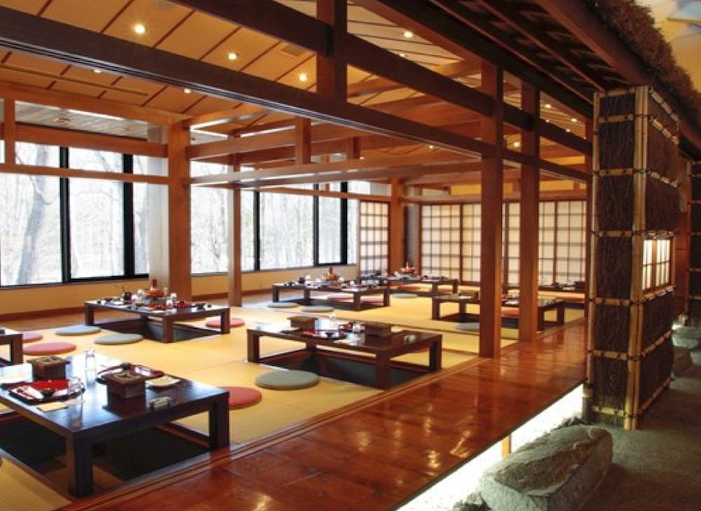 Phòng ăn mang đầy văn hóa Nhật Bản của Villa Kita Karuizawa L-Wing