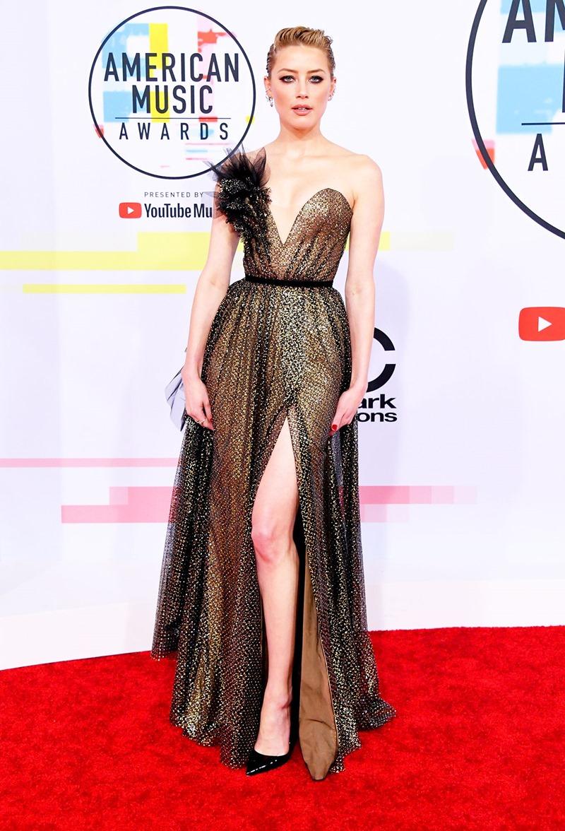 Mỹ nhân Amber Heard quyến rũ trong thiết kế đầm couture màu vàng ánh kim của Ralph & Russo.