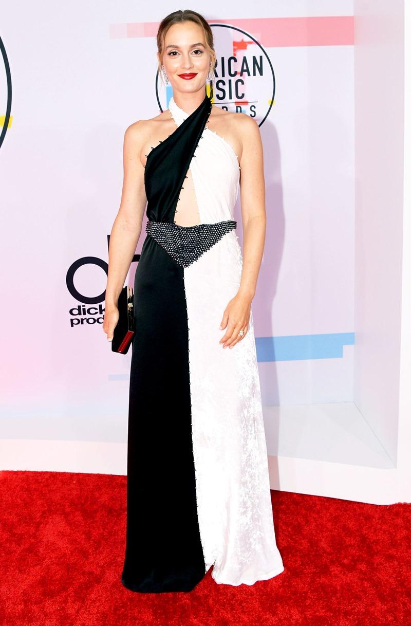 """Cô nàng Blair Waldorf trong """"Gossip Girl"""" - Leighton Meester hóa thân thành quý cô sang trọng và thanh lịch trong bộ đầm đen-trắng của Sonia Rykiel."""