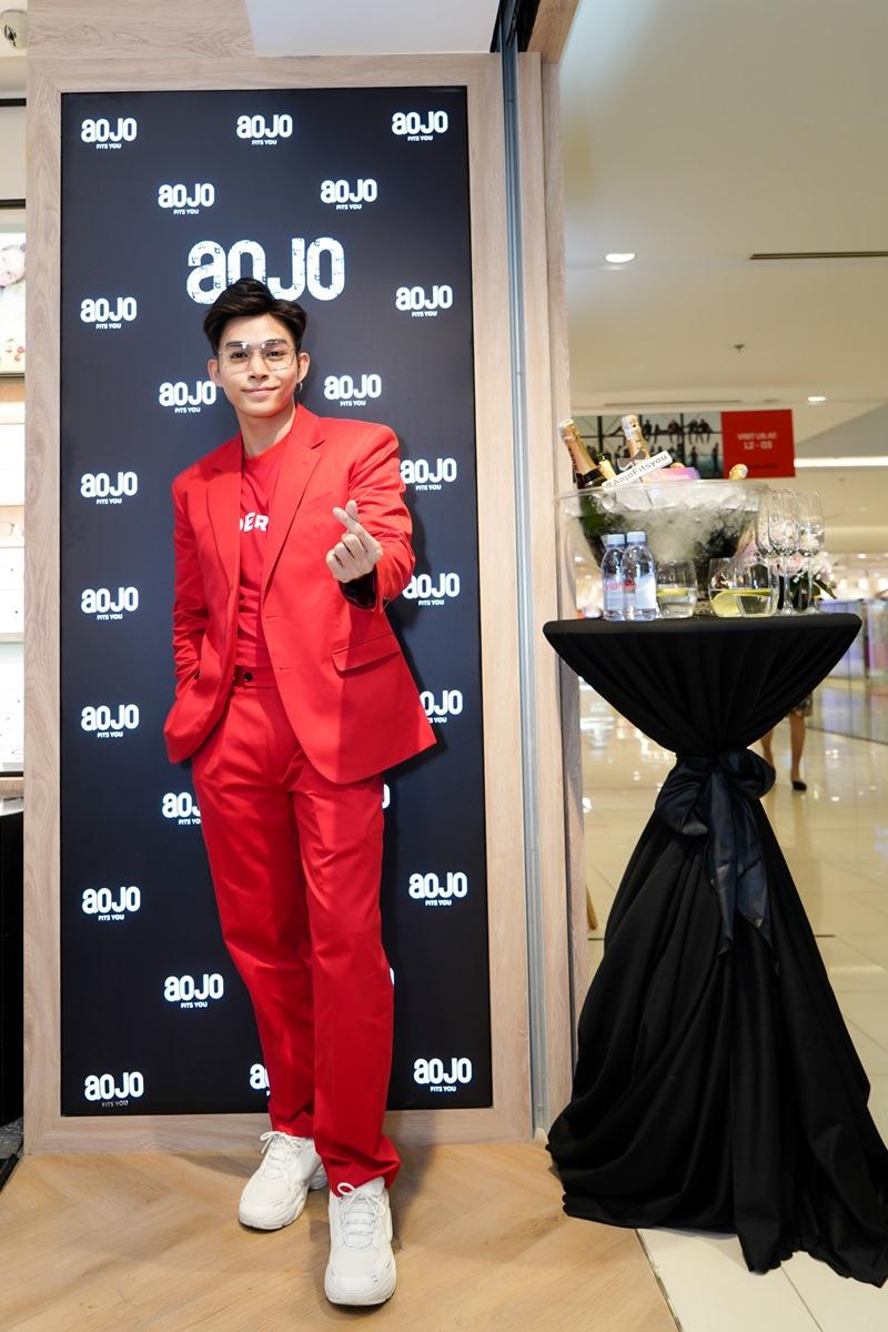 Jun Phạm nổi bật tại sự kiện khai trương cửa hàng thứ 2 của thương hiệu Aojo ở TTTM Saigon Centre.