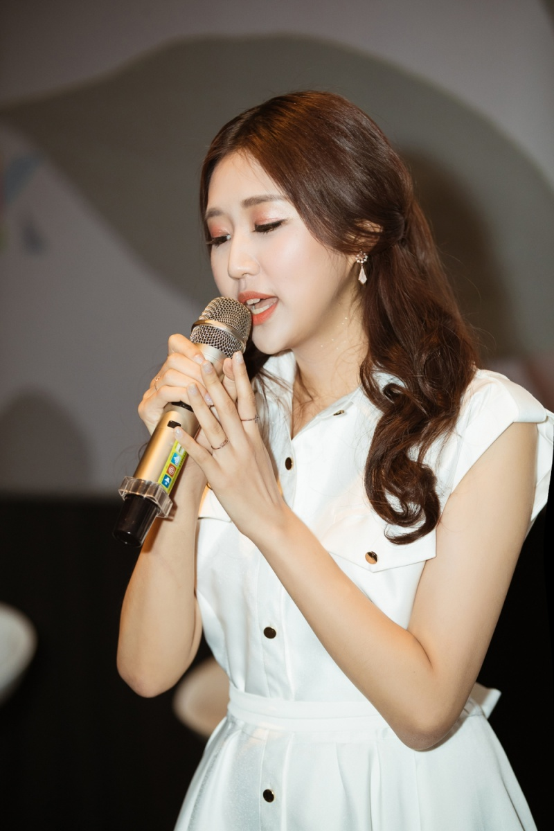 Jin Ju chia sẻ rằng cô muốn đầu tư nghiêm túc vào sự nghiệp âm nhạc tại Việt Nam.