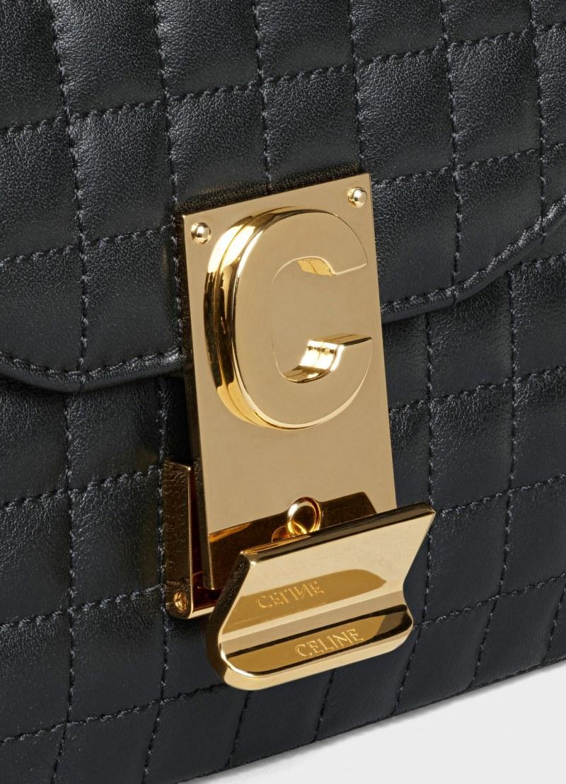 Điểm nhấn của túi C là khóa kim loại có chữ C là viết tắt của Celine.