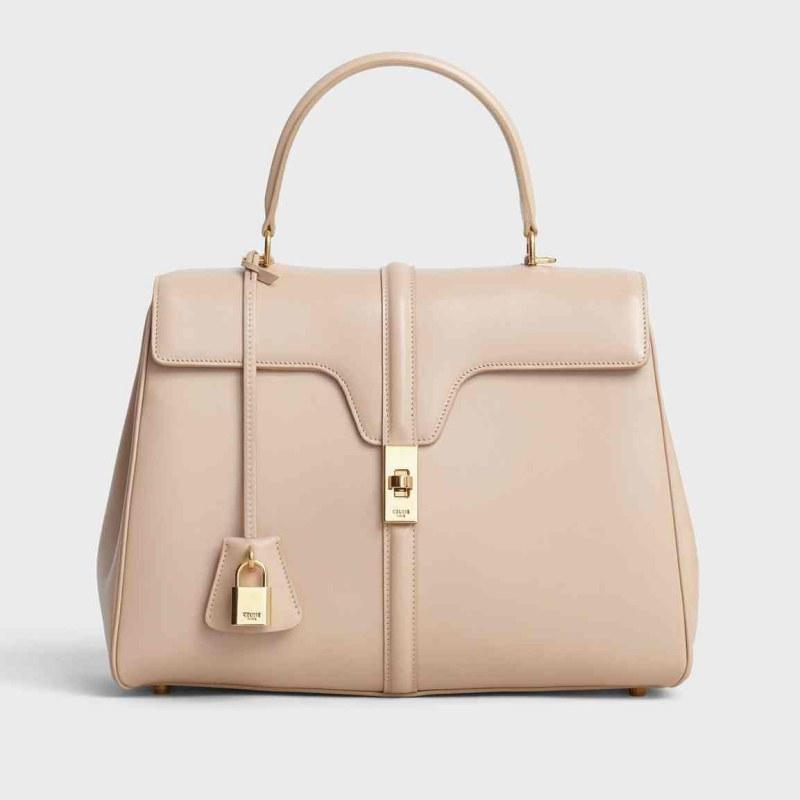 Túi xách 16 của Celine bằng chất liệu da bê mềm mại có 2 kích cỡ: cỡ vừa và cỡ nhỏ.