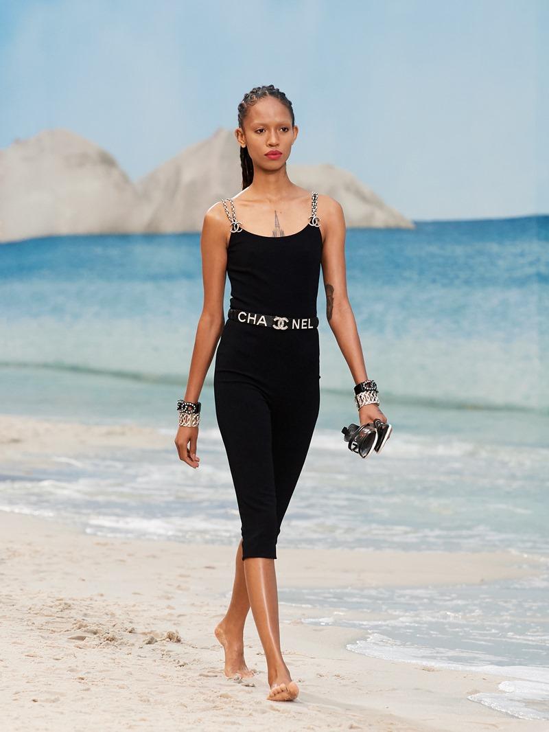 Sự khỏe khoắn, năng động và hiện đại của cô nàng Chanel trong mùa Xuân Hè 2019 được thể hiện hết sức ấn tượng.