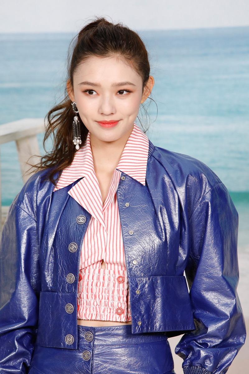 """Nữ chính trong """"Nàng tiên cá"""" Lâm Doãn xuất hiện trên hàng ghế đầu show Xuân Hè 2019 của Chanel."""