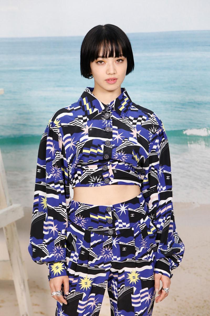 Mỹ nhân 22 tuổi người Nhật Nana Komatsu cá tính trong thiết kế ấn tượng của Chanel.