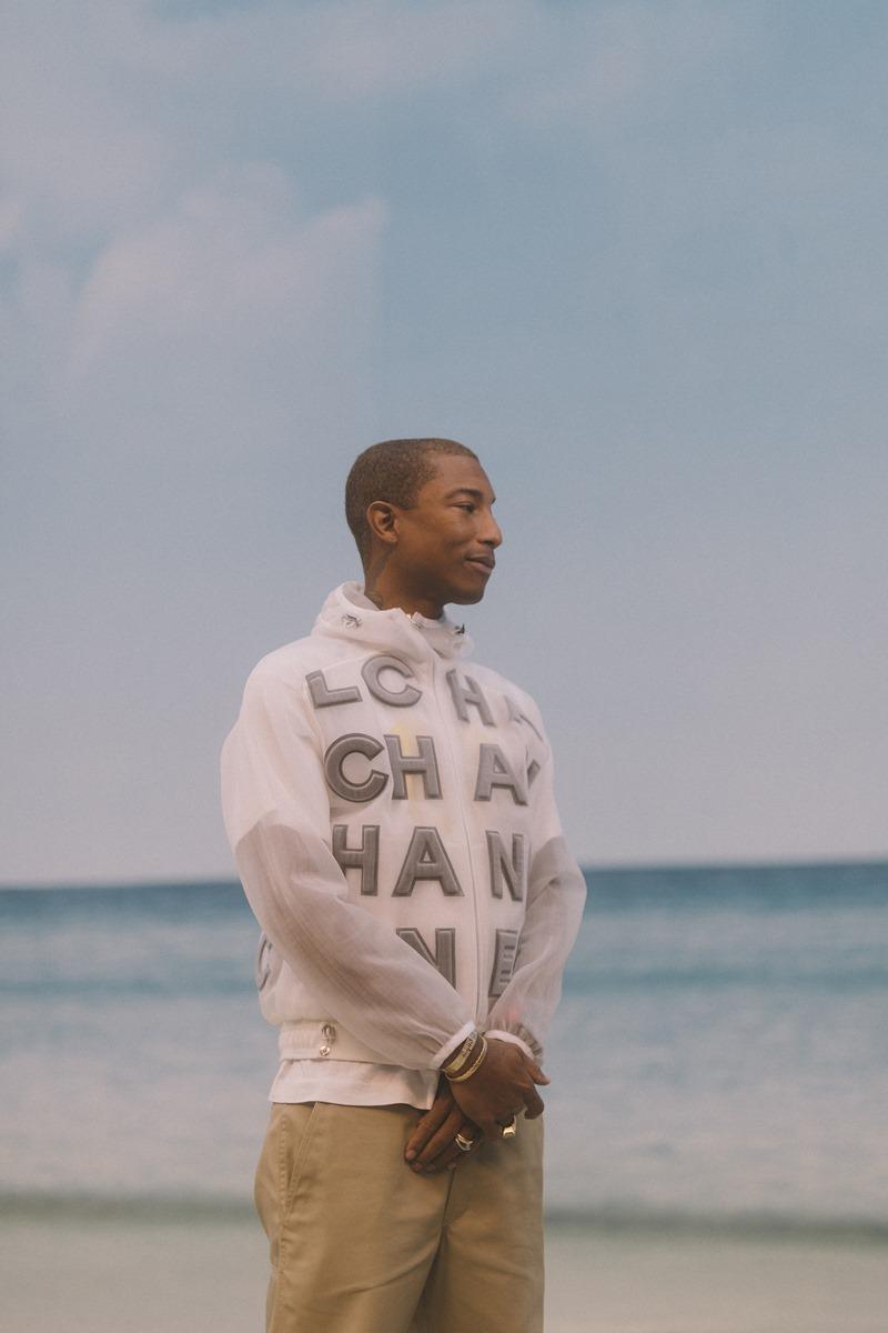 """Pharrell Williams cực kỳ """"cool"""" trong thiết kế áo khoác Chanel."""