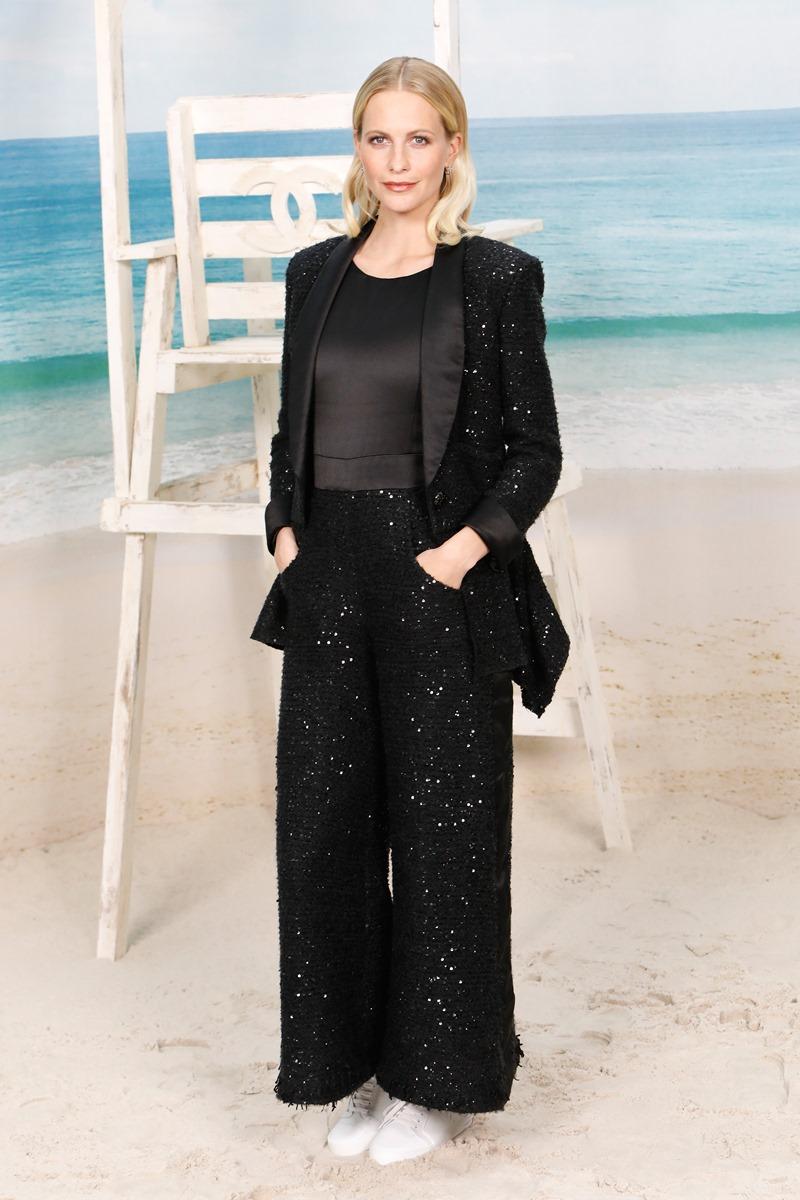 """Poppy Delevingne mặc trang phục """"all-black"""" tôn chiều cao 1m78 đáng ngưỡng mộ."""