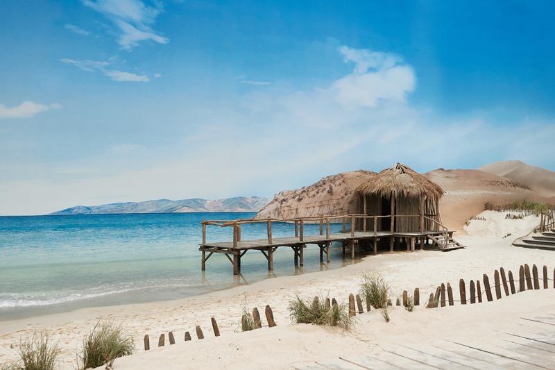 Bầu trời xanh, cát trắng với sóng vỗ rì rào tạo nên cảm giác thư thái, khoan khoái cho khách mời.