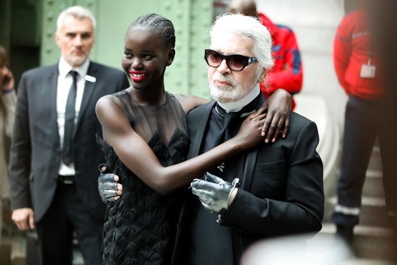 Mặc dù đã ngoài 80 tuổi, ông vẫn không ngừng mang đến những điều bất ngờ thú vị qua các show diễn của Chanel.