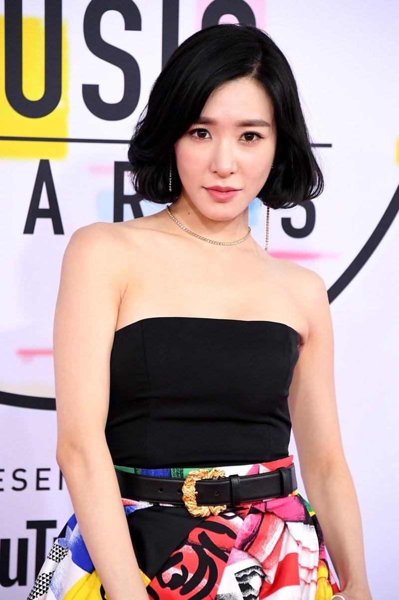 Mái tóc ngắn trẻ trung cùng lựa chọn nữ trang đơn giản tôn lên vẻ đẹp đậm nét châu Á của Tiffany.