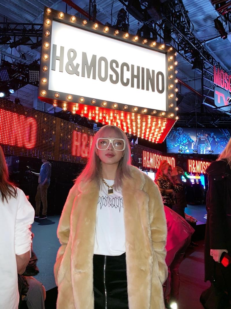 Fashionista Châu Bùi là đại diện của Việt Nam tham gia show diễn ra mắt BST đình đám này.