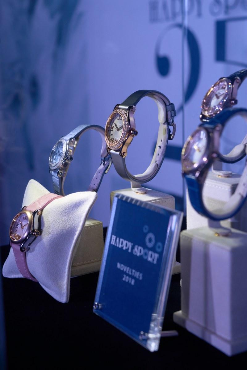 Những thiết kế đồng hồ Happy Sport không ngừng mê hoặc giới mộ điệu trong suốt 25 qua với điểm nhấn là những viên kim cương Happy Diamonds.