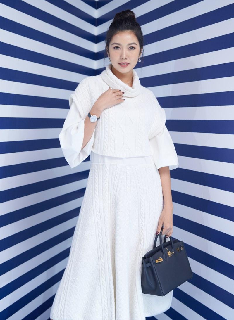 Á hậu Thúy Vân mặc thiết kế đầm trắng của Kenzo trong BST Memento.