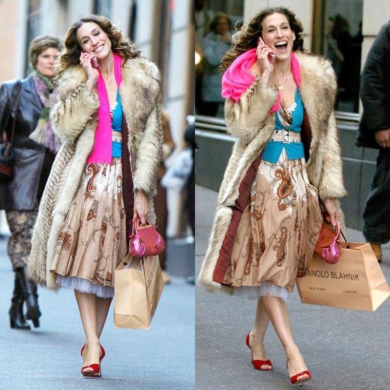 Hình ảnh của Carrie Bradshaw trong phim rất sành điệu, luôn diện những món đồ hợp mốt và các thiết kế hàng hiệu.