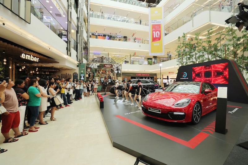 Đánh dấu 7 thập kỷ lịch sử xe thể thao, Porsche lần đầu trưng bày hai mẫu xe hấp dẫn nhất tại Việt Nam