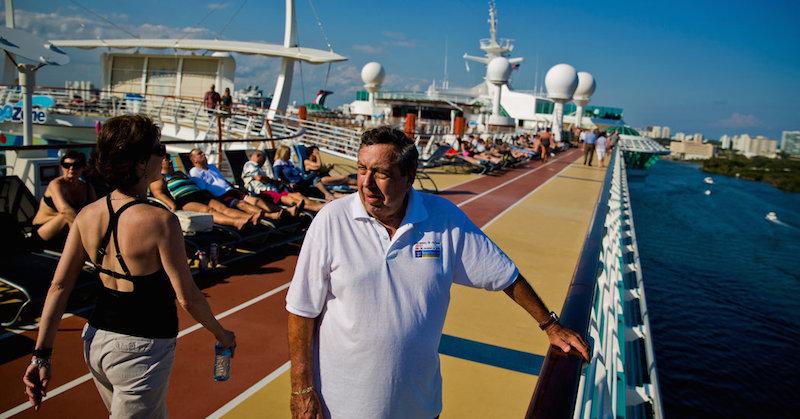 """ông """"Super"""" Mario Salcedo trên du thuyền của Royal Caribbean."""