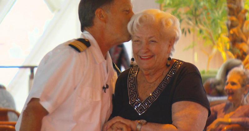 Bà Lee Wachstetter trên du thuyền Crystal Cruise.